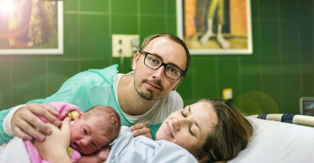mom and dad and new baby doing skin to skin