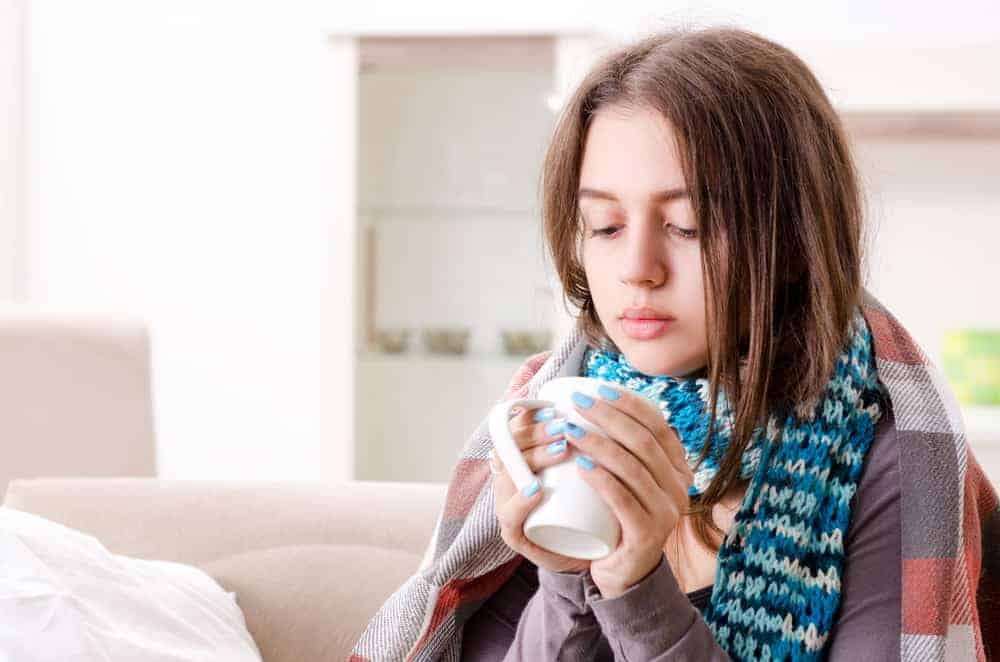 how to safely survive a cold while breastfeeding